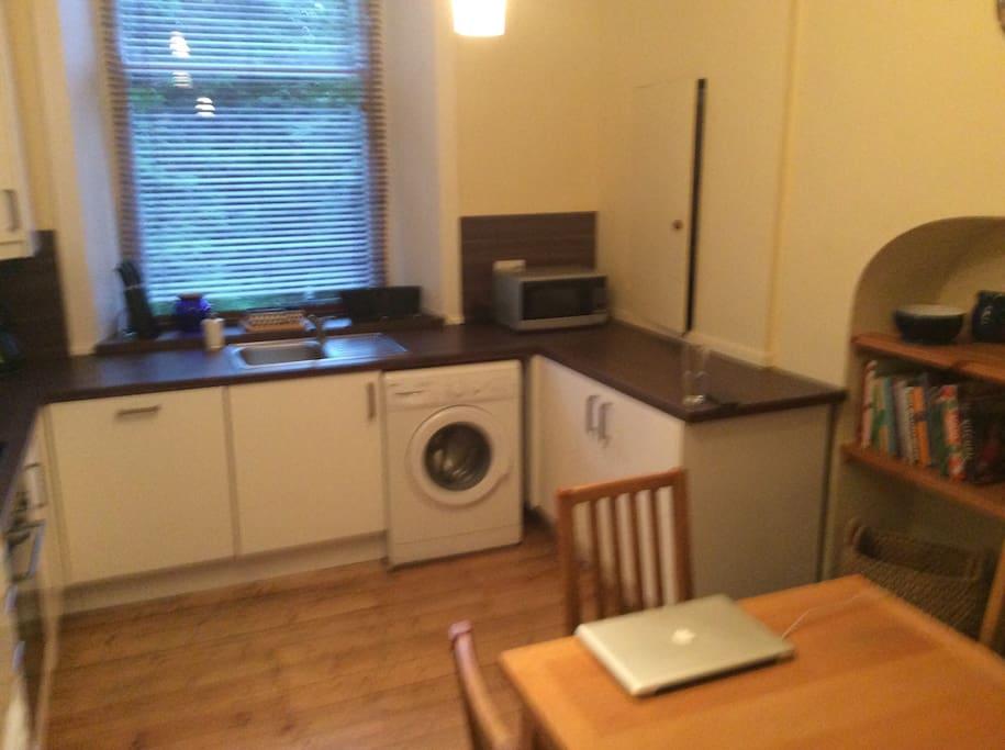 Dining kitchen, dishwasher, washing machine