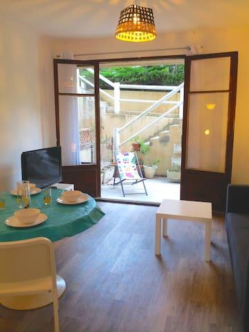 Salon-salle manger sur terrasse