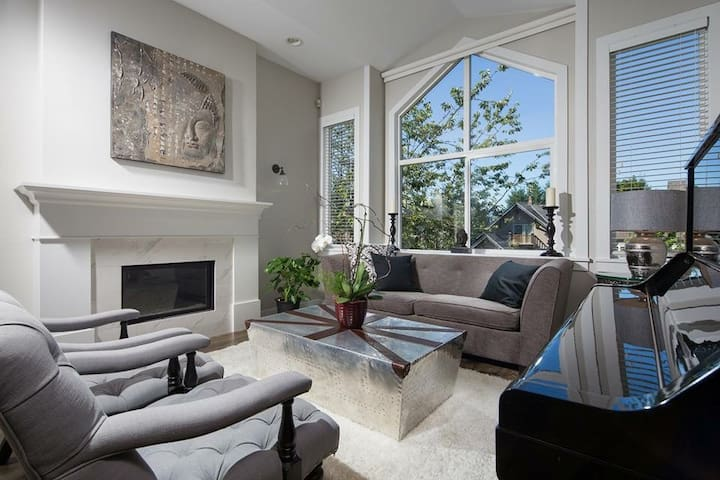 Luxury 3 bedrooms house in central Vancouver