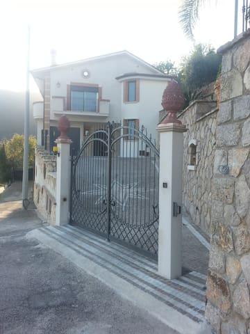Villa panoramica - Monte San Biagio - Apartemen
