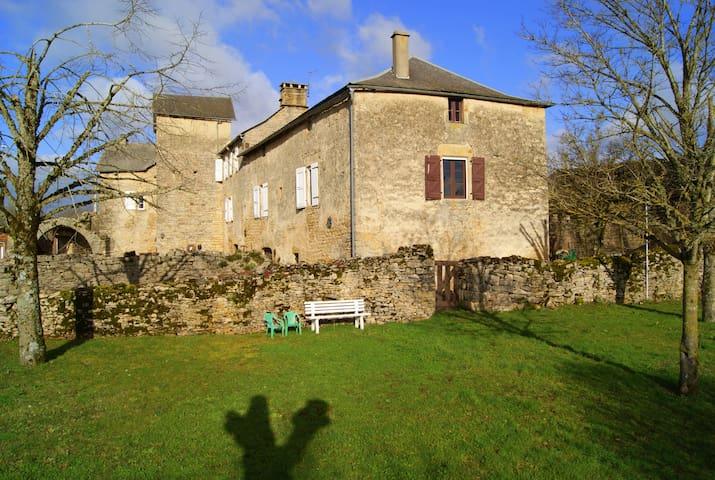 Gîte Le Roc - Saint-Laurent-d'Olt - House
