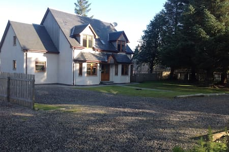 Scottish Highland Cottage Speyside - Dalwhinnie