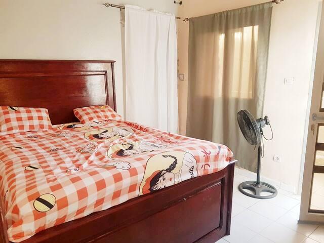 Grande chambre, avec lit double Sdb intérieure complète avec un grand balcon ensoleillé