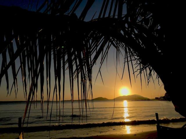 Suite Asas pé na areia Vila do Mel frente a ilha