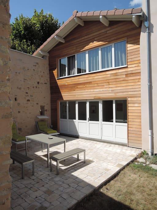 gite de charme auvergne limagne vulcania houses for rent in artonne auvergne france. Black Bedroom Furniture Sets. Home Design Ideas