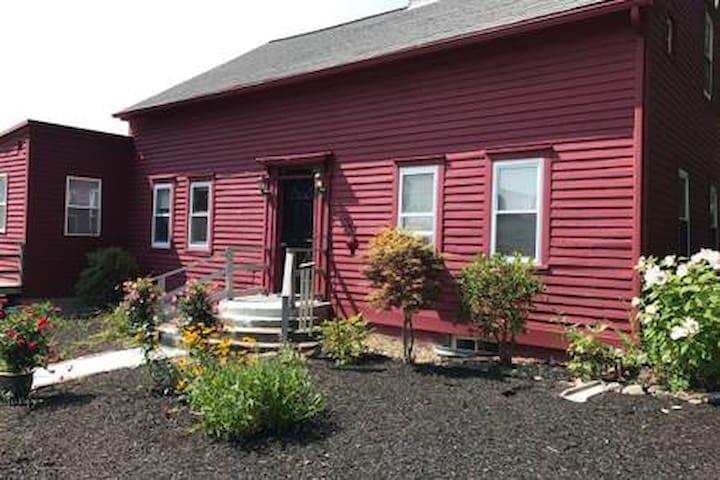 Cozy Farmhouse Apartment near Amherst