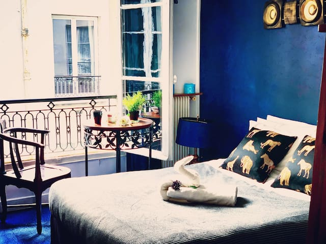 Fabulous and Cozy Bedroom Next to Eiffel Tower