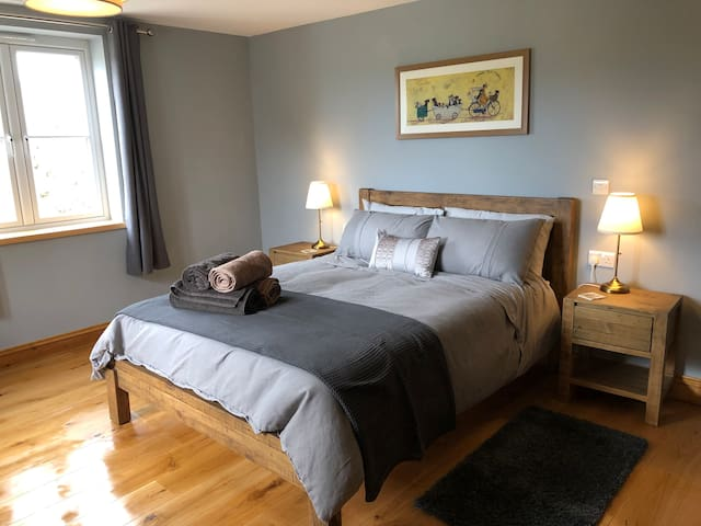 Airy stylish king size room with en-suite