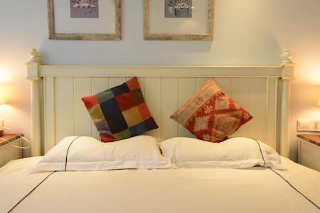 西湖龙井路边茶园景观带阳台二室家庭房Balcony two bed rooms suite - Hangzhou