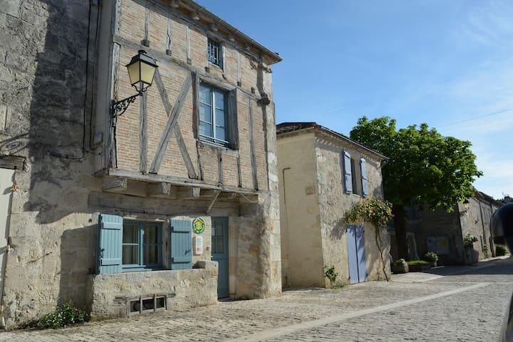 La maison à colombages - Montjoi - House