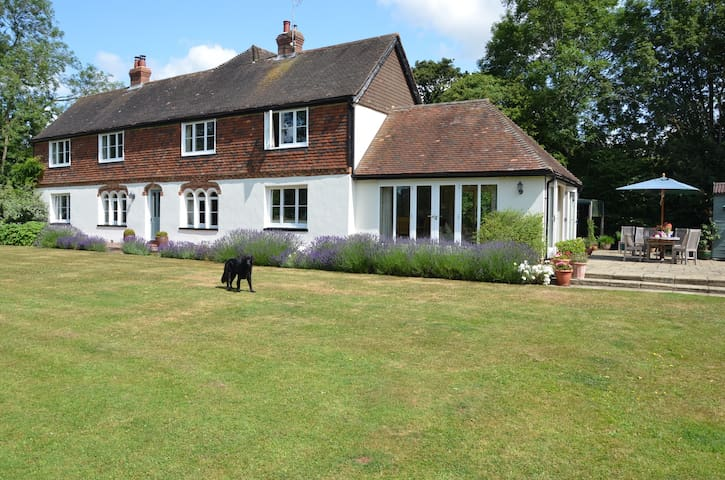Secluded & comfortable family home - Ashford - Maison