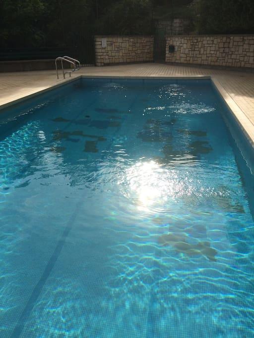 Vue imprenable et confort pour 4 avec piscine for Piscine desjoyaux poitiers