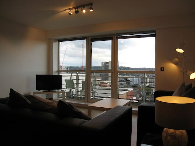 2 Bed City Centre Penthouse with Parking