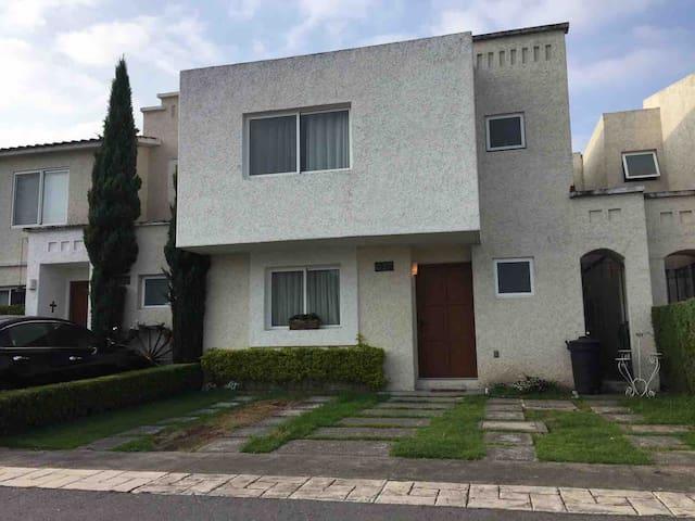 Excelente Casa en  Residencial de Metepec.
