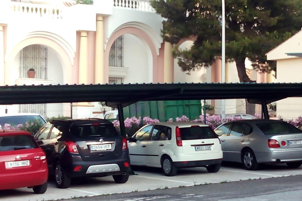 Zona de aparcamiento zona comunitaria