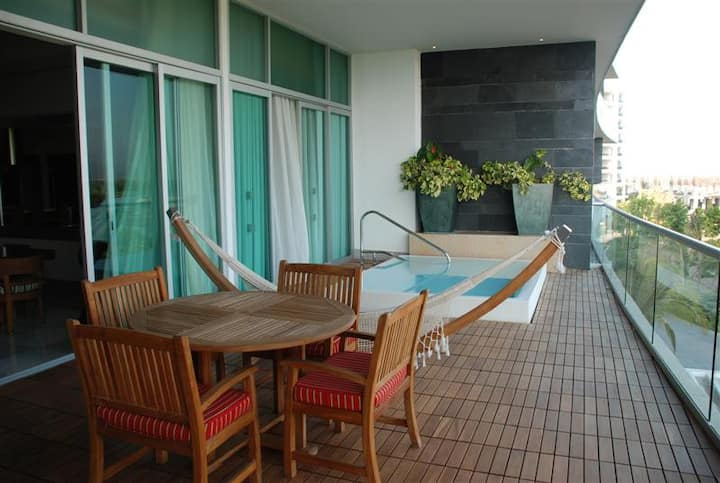 Luxury Beach Condo- EVERY AMENITY! + Free Golf