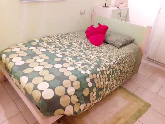 Camera matrimoniale in accogliente appartamento