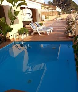 Casa con piscina y gran terraza - Arenys de Mar