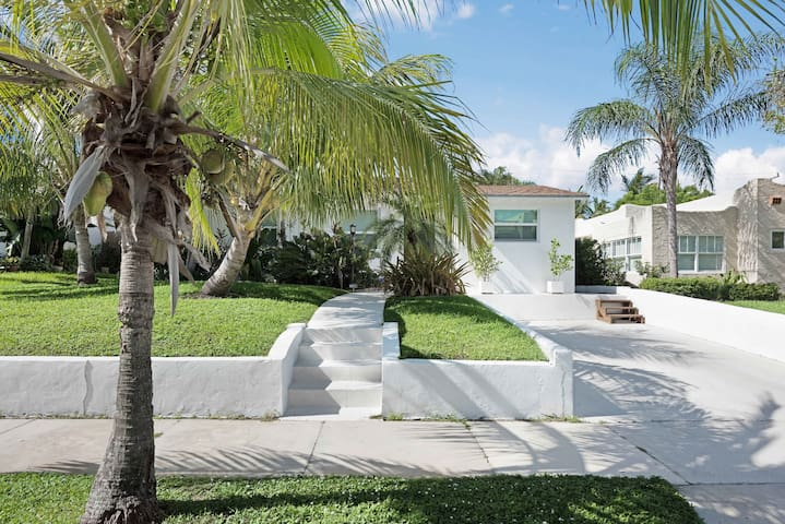 Walk to Downtown! Gorgeous home w/Amazing Garden!