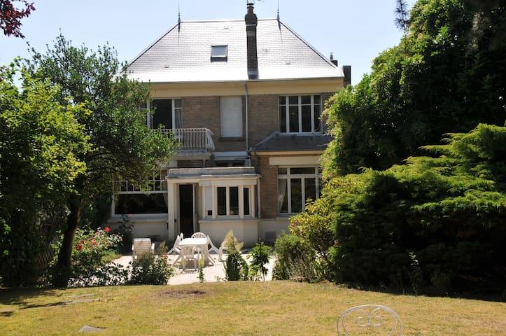 """Parenthèse  """"ART DECO""""  et jardin - Saint-Quentin - Townhouse"""