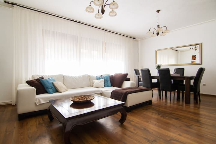 SUNNY 2BD+parking 80m²*NEAR CENTER - Zagreb - Casa