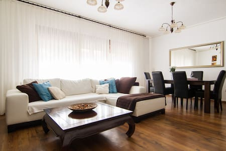 SUNNY 2BD+parking 80m²*NEAR CENTER - Загреб