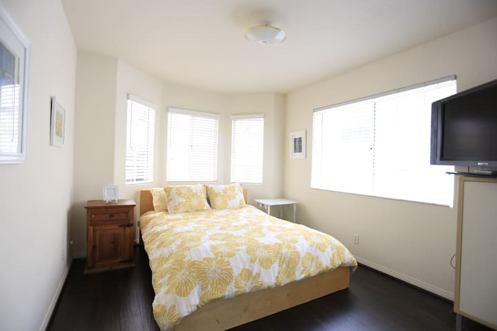 Private room in Ocean View Zen Home - Redondo Beach - Dom