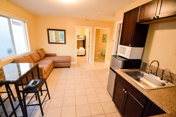 3 BEDROOM WHOLEHOUSE, 5 BEDS, VIEWS - - Spring Valley - House