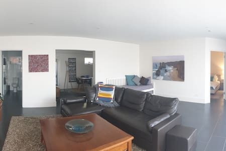Central Luxury 1 Bedroom Apartment