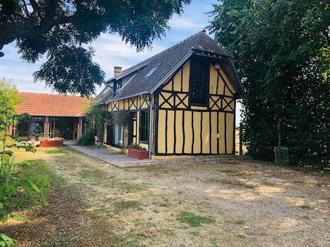 Maison atypique en campagne Normande
