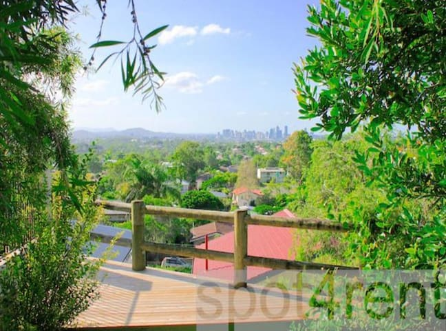 Studio apartment with magnificent city views!