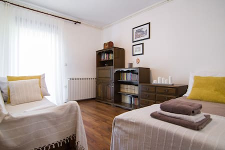 SUNNY Room2* for 2+kitchen+parking - Zagreb
