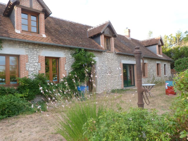 Old farmhouse in region of kings' chateaux