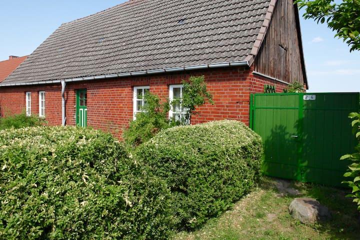 Romantisches Bauernhaus am See - Boitzenburger Land - Casa