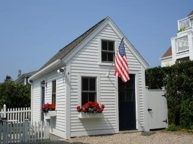 Cottage in heart of Provincetown