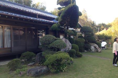 千葉近郊の古民家、静かに庭を眺めてゆっくりと。 - Hus