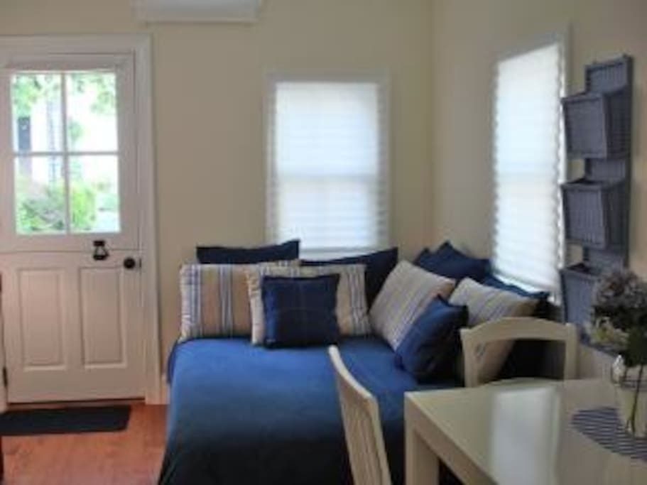 Private entrance, queen size bed