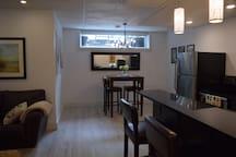 Modern Basement Suite Near River/Downtown