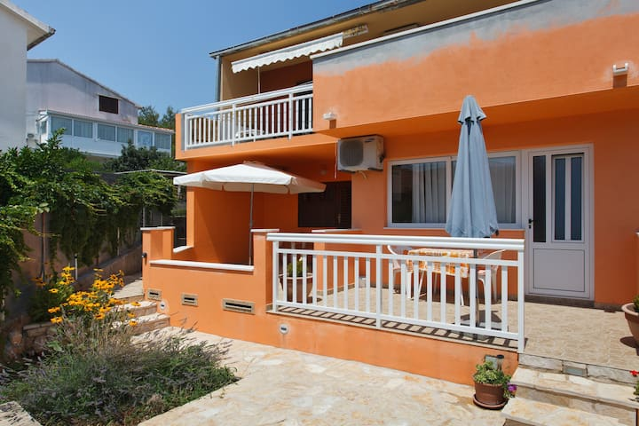 Nice Cozy apartment for two people - Stari Grad - Apartment