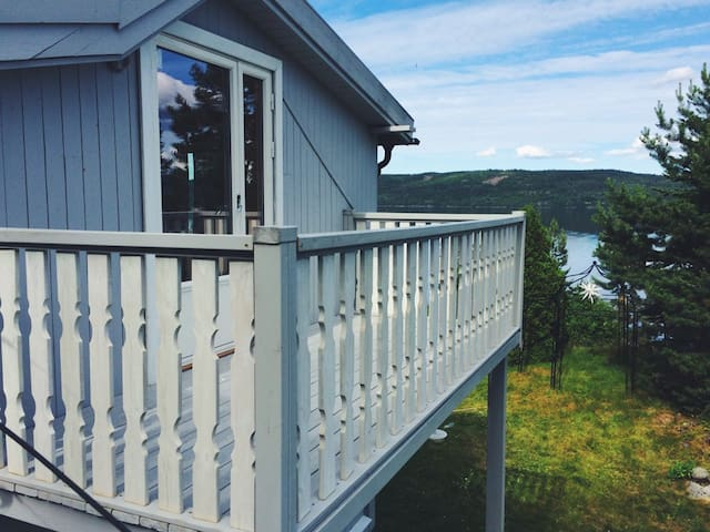 Room with balcony. Great lake view! - Ostre Toten - Hus