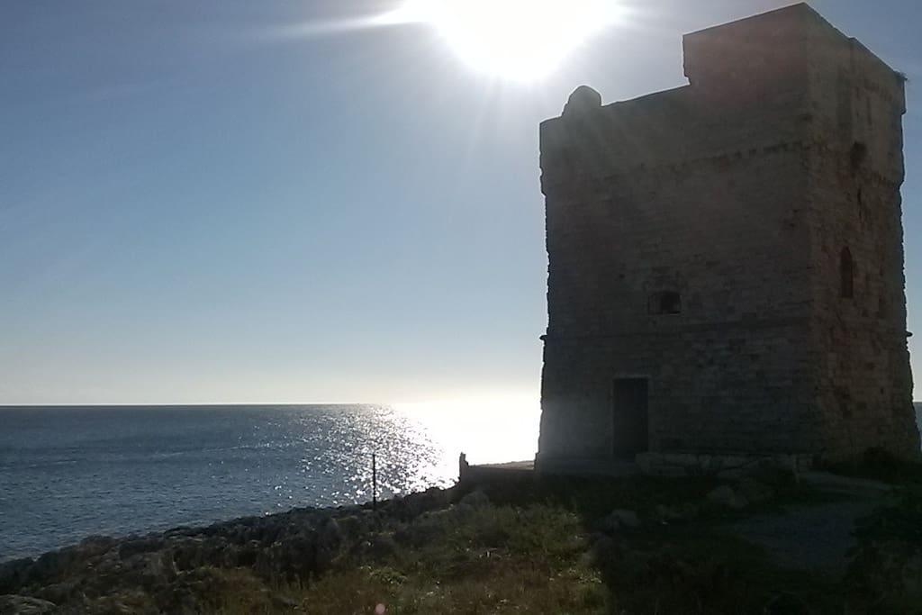 Marina Serra, antica torre di arenaria