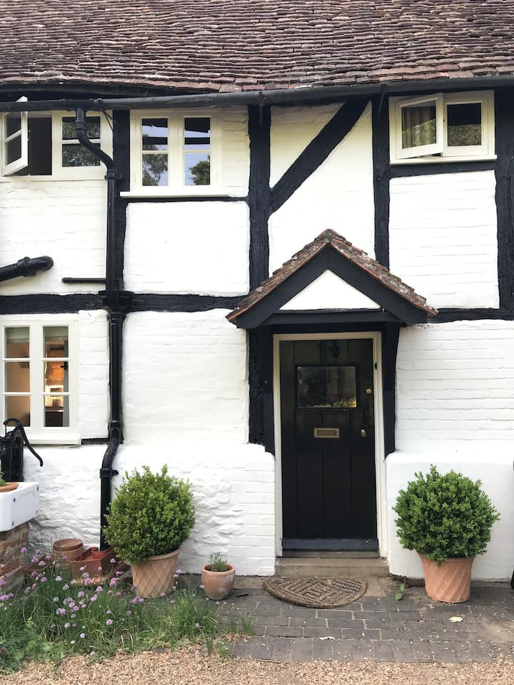 Chocolate box cottage - 7 miles from Oxford.