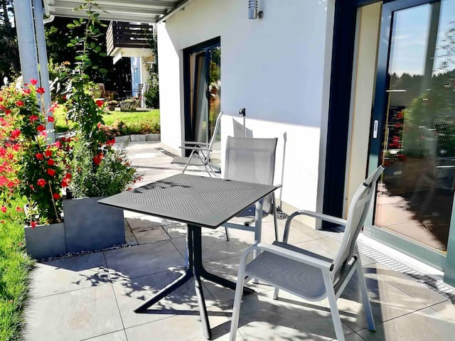 Ferienwohnung mit Terrasse im EG