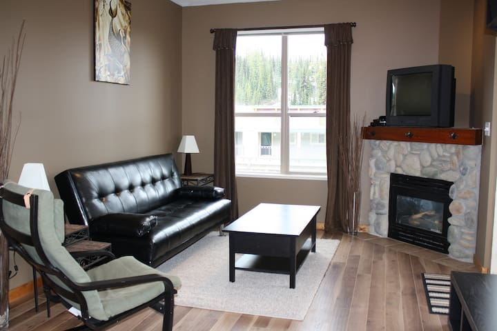 2 Bdrm 2 Bath Ski-in/Ski-out Condo - Vernon - Byt