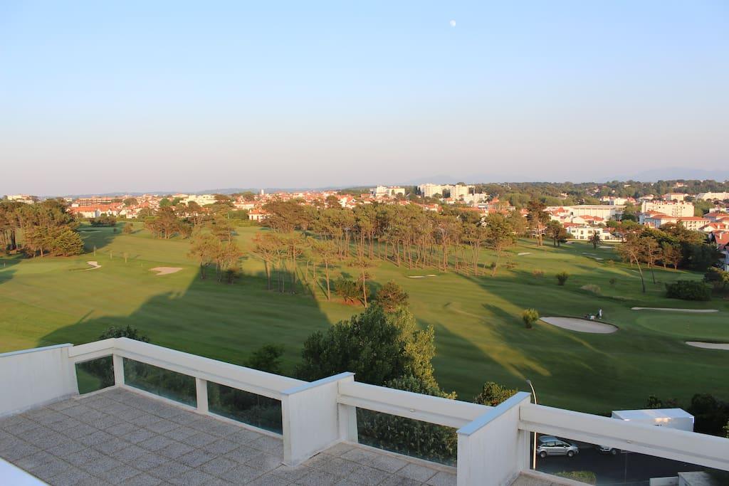 Un solarium calme avec vue sur le golf...