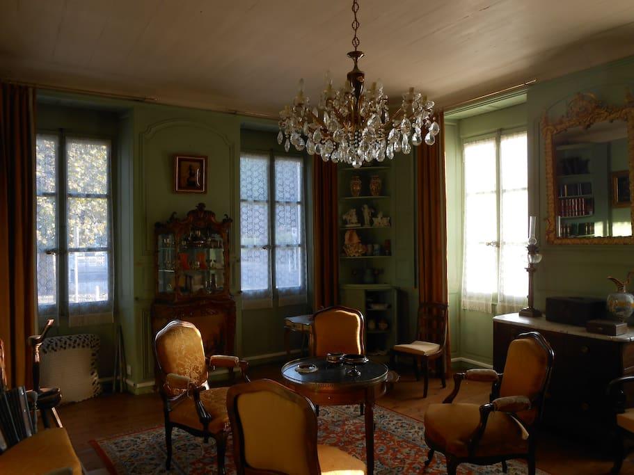 Salon aux boiseries d époque XVIIIème siècle