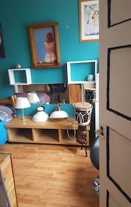 Unique colorful room near center - Groningen - Wohnung