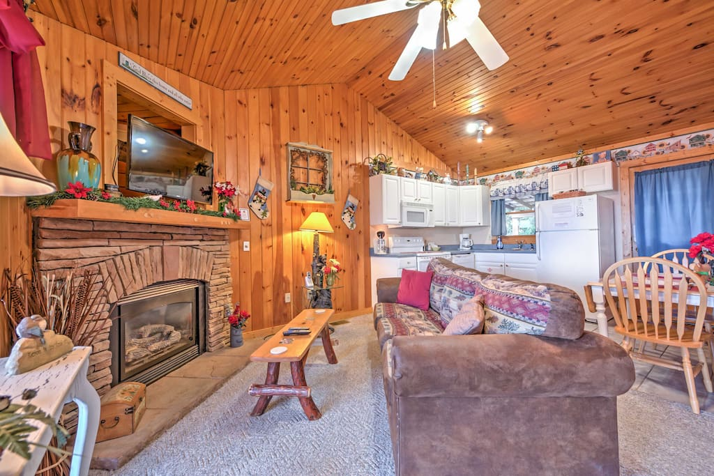 Pigeon forge 1br cabin w hot tub wifi views cabins for Pigeon forge cabins with hot tub