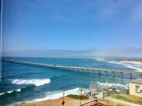 OCEAN FRONT LOFT! Steps to the Beach **SUPERHOST**