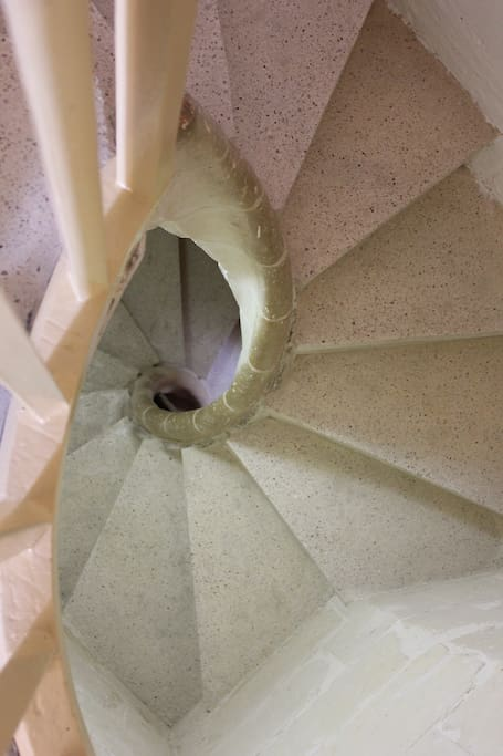 It is reached by traditional 'garigor' stairs (a narrow stone spiral staircase).